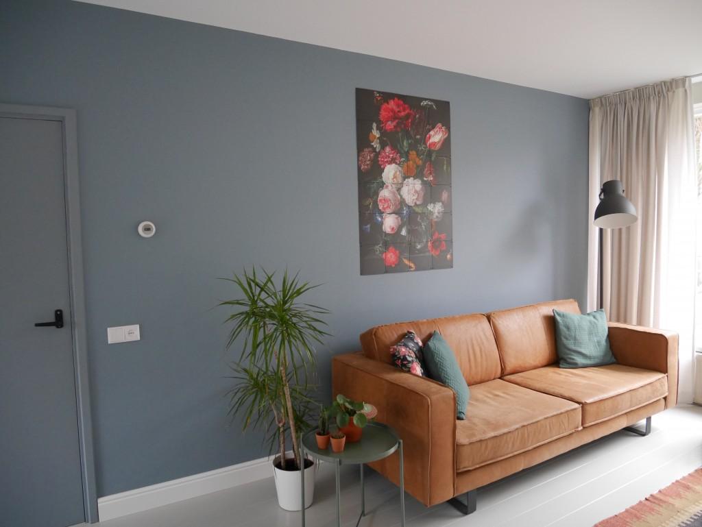 Flexa Denim Drift op de muur en deur ook geschilderd