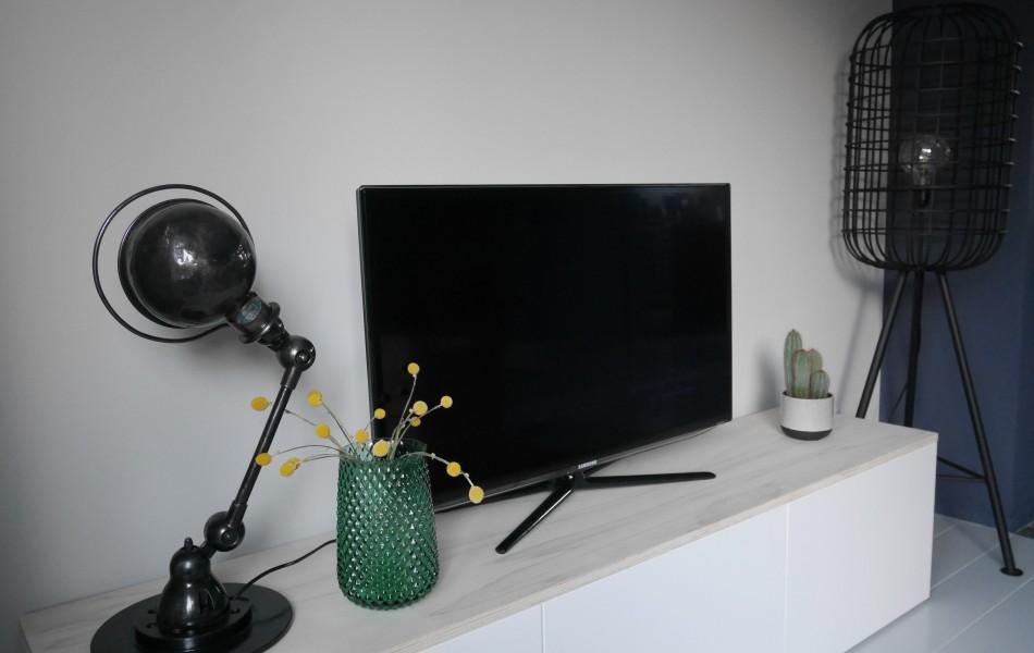 ikea besta tv-meubel wit met houten plank