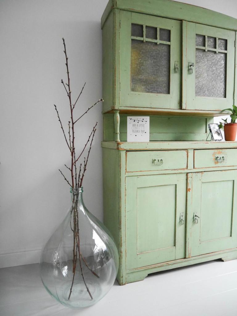 Oude gistingsfles voor de webshop Viva la Vintage met vintage meubels en woonaccessoires