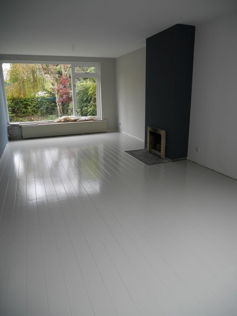 Houten vloer lichtgrijs of bijna wit lakken